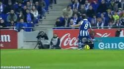 Enlace a GIF: Y con este Gol de Sergio García, el Espanyol sale de zona de descenso