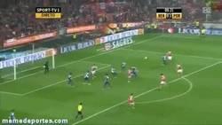 Enlace a GIF: Golazo de Matic para el Benfica