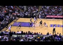 Enlace a VÍDEO: Los 10 momentos más graciosos y estúpidos de la NBA