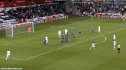Enlace a GIF: Golazo de De Guzman para el Swansea