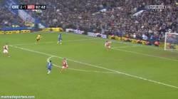 Enlace a GIF: Demba Ba falla para solidarizarse con Torres. #Respect