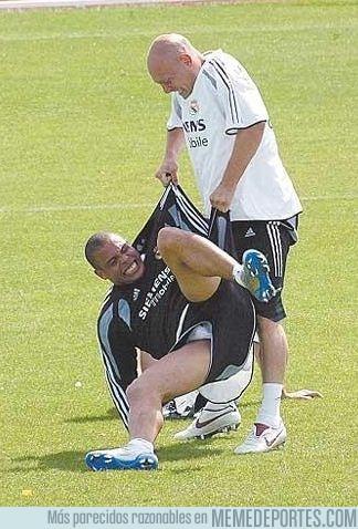 71174 - Gravesen. El único mortal en la tierra capaz de levantar a Ronaldo