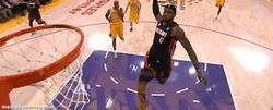Enlace a GIF: Lebron vs Lakers