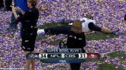 Enlace a GIF: La alegría personificada en la Super Bowl
