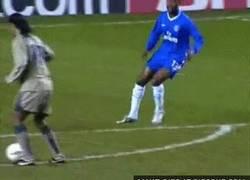 Enlace a GIF: Golazo de Ronaldinho al Chelsea [REMEMBER]