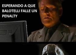 Enlace a Esperando a que Balotelli falle un penalty