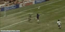 Enlace a GIF: El gol por el cual todos desprestigian a Maradona