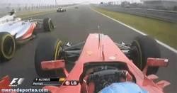 Enlace a GIF: Alonso haciendo de las suyas