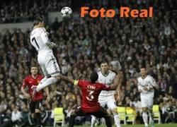Enlace a Cristiano Ronaldo y su espectacular salto