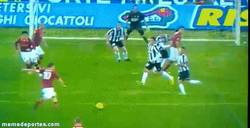 Enlace a GIF: Golazo de Francesco Totti ante la Juventus