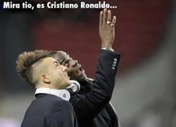 Enlace a Mira tío, es Crisitiano Ronaldo saltando