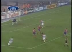 Enlace a GIF: Golazo de Del Piero
