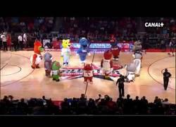 Enlace a VÍDEO: Baile de mascotas en el NBA All Stars 2012/13