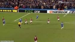 Enlace a GIF: Golazo de Hazard en el último minuto