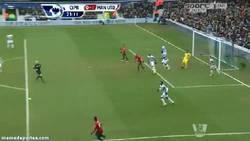 Enlace a GIF: Otro ángulo del golazo de Rafael contra el QPR