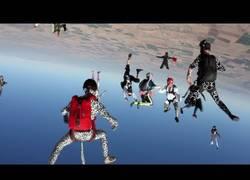 Enlace a VÍDEO: RedBull lleva el Harlem Shake al cielo
