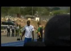 Enlace a GIF: La única manera de ganar a Usain Bolt