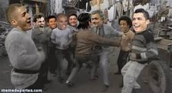 Enlace a GIF: El Madrid tras enterarse de su rival en la Champions