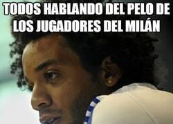 Enlace a Todos hablando del pelo de los jugadores del Milán