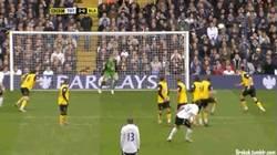 Enlace a GIF: Porque no sólo Gareth Bale marca golazos con el Tottenham