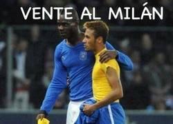 Enlace a Balotelli convenciendo a Neymar