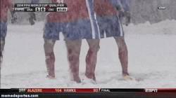 Enlace a GIF: Quitando nieve para poder tirar