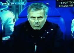 Enlace a GIF: La cara de Mourinho cuando marcó CR7