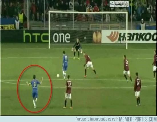 93007 - Lampard celebra el gol antes de que Oscar marque