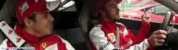 Enlace a GIF: Alonso adelantando a Vettel