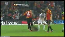 Enlace a GIF: Drogba tras fallar el penalty