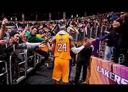 Enlace a VÍDEO: Llamadle chupón y lo que queráis, pero Kobe remonta lo irremontable