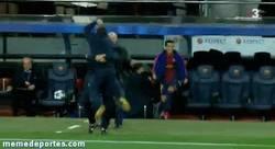 Enlace a GIF: Celebración del banquillo del Barça tras el gol de Jordi Alba