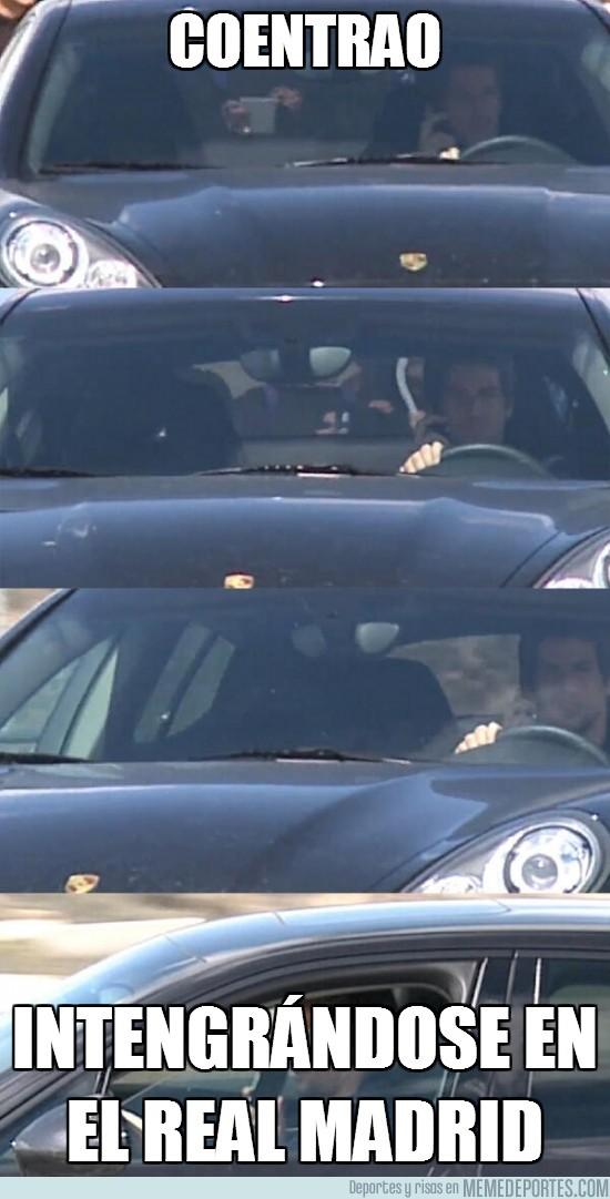 98936 - Coentrao pillado conduciendo mientras habla con el móvil