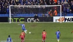 Enlace a GIF: Sí, así es cómo Torres ha vuelto a hacer lo que mejor sabe hacer, fallar