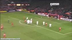 Enlace a GIF: Golazo de Luis Suárez