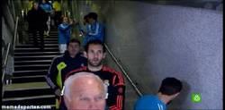 Enlace a GIF: ¿Casillas pasa de saludar a Diego Lopez?
