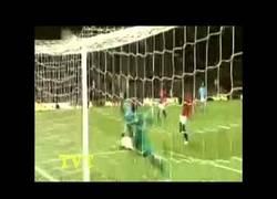 Enlace a VÍDEO: Golazo de Agüero que decide el derbi de Manchester