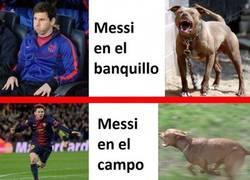 Enlace a Messi en el banquillo y en el campo