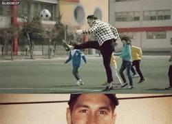 Enlace a GIF: PSY imitando a Sergio Ramos