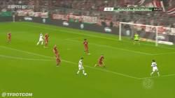 Enlace a GIF: Golazo de Diego en la copa alemana