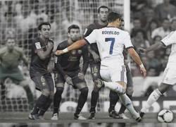 Enlace a Cuando Cristiano Ronaldo tira una falta...