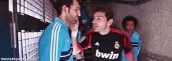Enlace a GIF: La mala relación entre Casillas y López