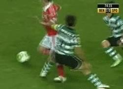 Enlace a GIF: Impresionante gol del Benfica que puede valer una liga