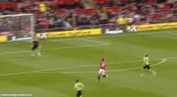 Enlace a GIF: Impresionante gol de RVP con asistencia perfecta de Rooney