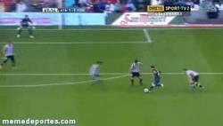 Enlace a GIF: Golazo de Messi para empatar el partido contra el Athletic de Bilbao