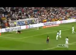 Enlace a VÍDEO: Así es cómo Messi ha aprendido a ser temible tirando faltas
