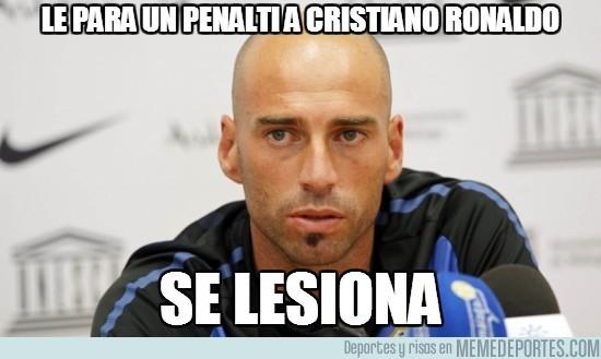 129322 - Le para un penalti a Cristiano Ronaldo