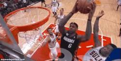 Enlace a GIF: Nate Robinson (1.75) taponando a LeBron James (2.03)