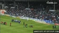 Enlace a GIF: ¿Celtic Park? NO, es MENDIZORROZA