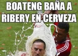 Enlace a Boateng baña a Ribery en cerveza